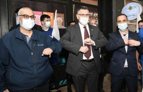 """יו""""ר מפלגת תקווה חדשה ומועמדה לראשות הממשלה גדעון סער ביקר היום בהוד השרון"""